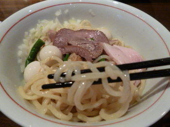 麺リフト1.JPG